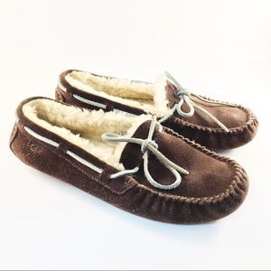 Ugg Womens Brown fleece lined slippers 8 moccasin